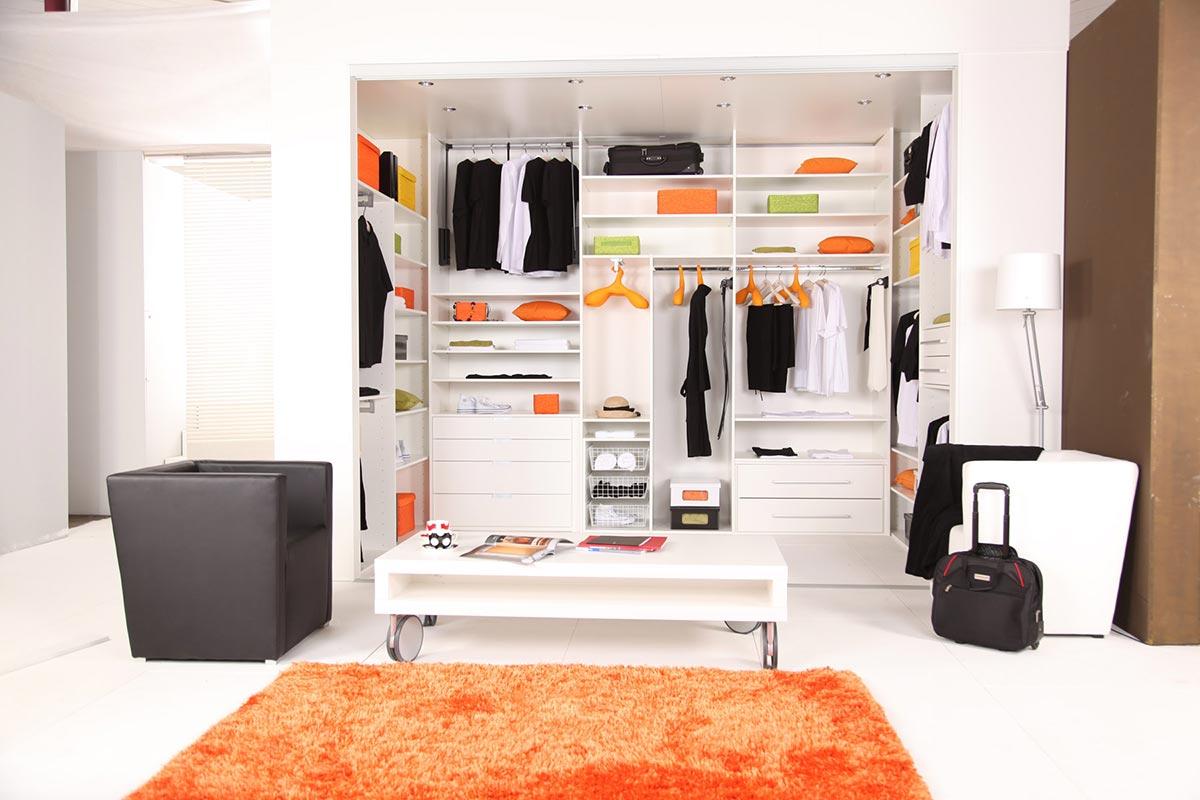garderobna-soba-v-beli-barvi
